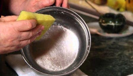 Как отчистить кастрюли из нержавейки от пригоревшей пищи