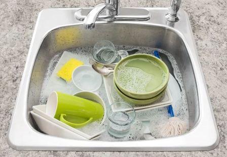 Чем быстро и качественно отмыть посуду от желтого налета
