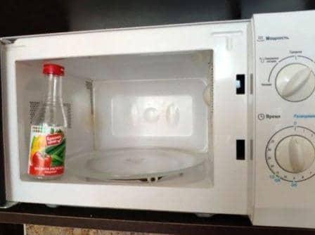 Как и чем можно быстро почистить микроволновку